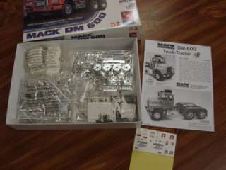 MACK DM 600 ROAD TRACTOR / SEMI TRUCK   MODEL KING   MIOB   1/25 SCALE